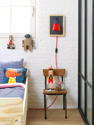 DIY Blackboard lamp #light #kids #room - Schoolbordlampje #lamp #kinderkamer. Kijk op www.101woonideeen.nl