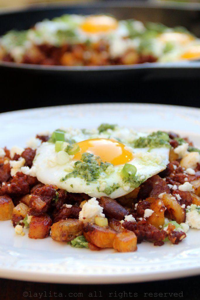 Picadillo de chorizo y maduro con huevo frito