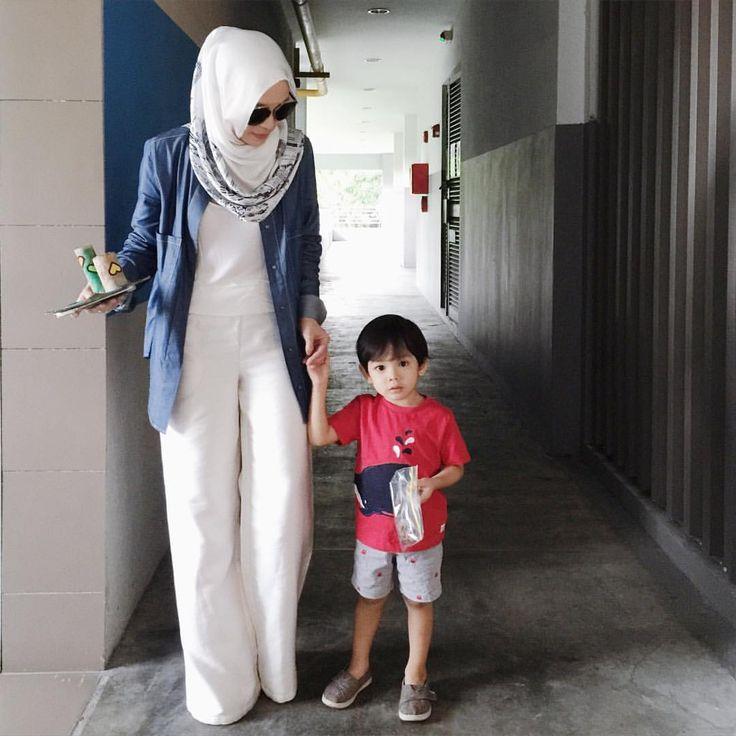 All white with a pop of denim ---- See this Instagram photo by @vivyyusof • 22.2k likes