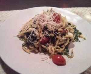 Maak deze snelle vegetarische Pasta pesto met buffel mozzarella op een doordeweekse dag. Binnen 20 minuten staat hij op tafel!
