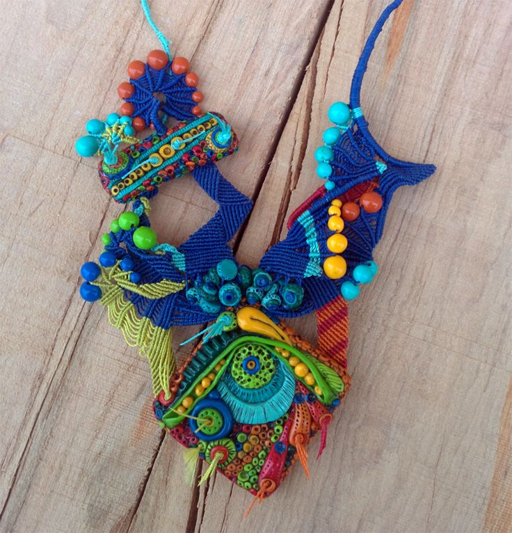 Collier style libre fait de fil C-Lon , pendentifs et perles  en pate polymer  Fait avec tuto http://www.claylessons.com/tutorial/colorful-textured-tiny-tiles