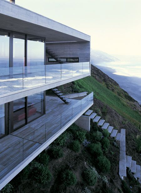 Liking the glass balcony. Not obstructing the view. Casa 11 Mujeres by Mathias Klotz 1