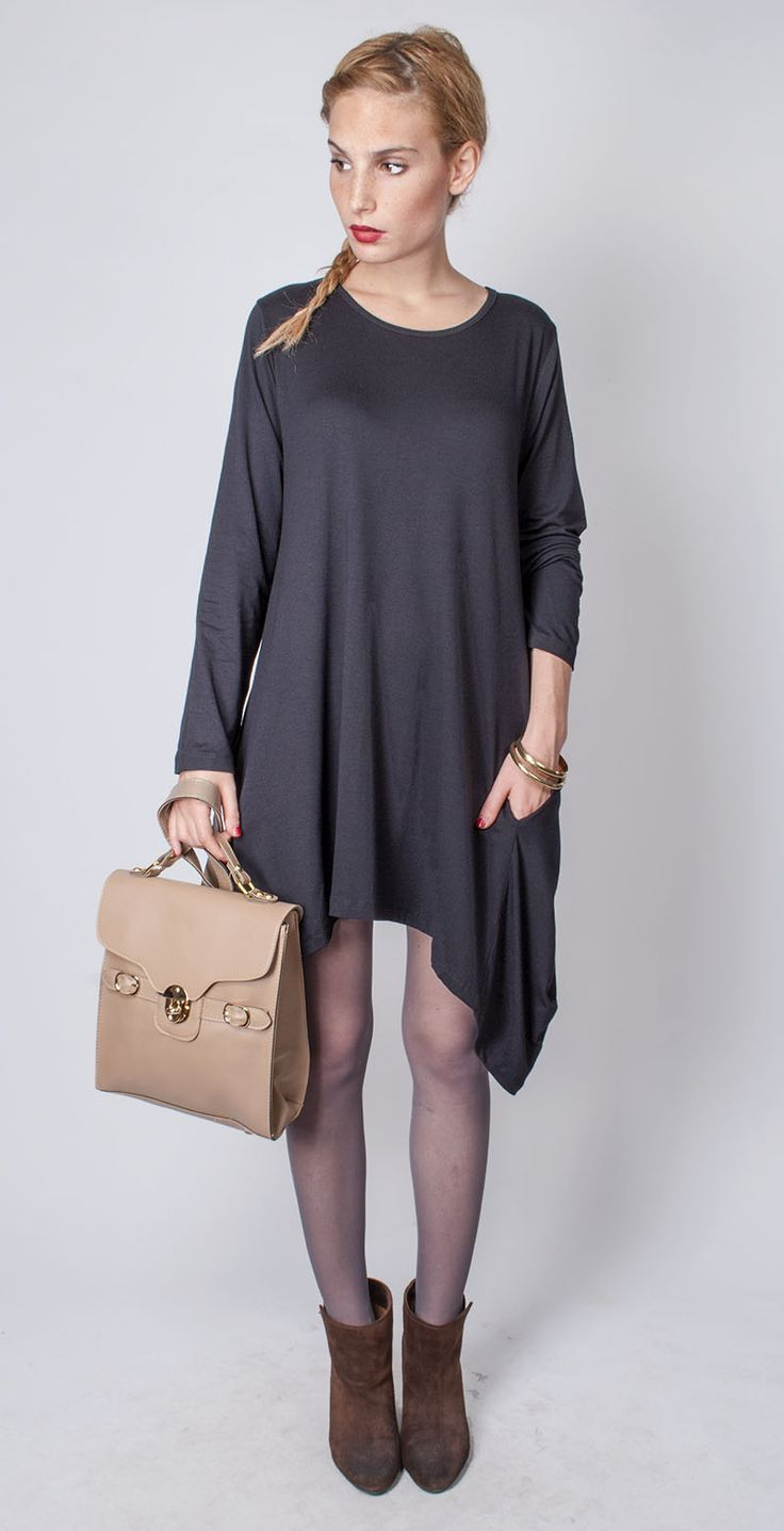 Fekete zsebes ruha 3900.- Dohány utca és online: http://webshop.latomas.hu/Noiruha/Noiegyberuhak/FekR3 Táska: 4900.- Dohány utca