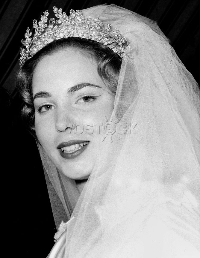 Lady Sarah Poole Crocker, future princesse Salima et future femme de Karim Aga Khan, ici en 1959 lors de son premier mariage avec James Crichton-Stuart
