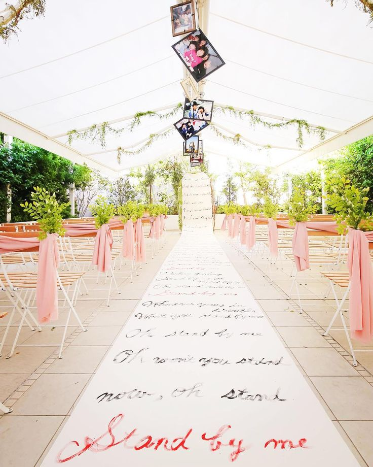 #スタンドバイミー の歌詞が書かれた  #バージンロード  こんな#チャペル 初めて見ました   天井には小さい頃の たくさんの写真も  お二人のこだわり詰まった  とっても素敵な結婚式でした   #プレ花嫁 #日本中のプレ花嫁さんと繋がりたい #結婚式準備 #ドレス試着 #前撮り#ウェディングフォト#ロケーションフォト#ウェディングドレス #結婚式#エルダンジュ #名古屋