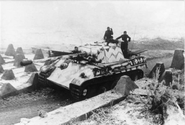 Panther_ausf_G_winter_camouflage