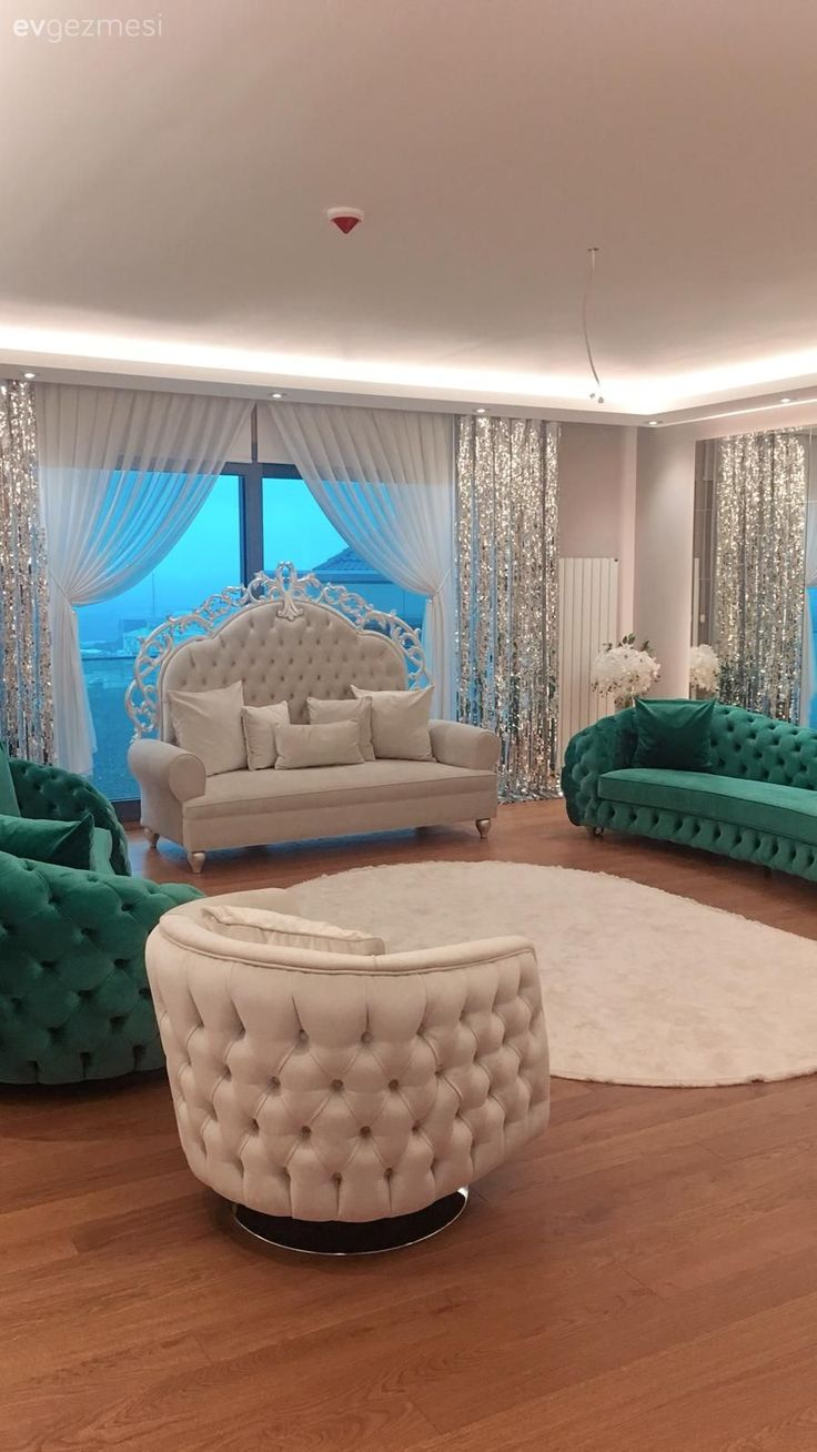 Unusual Choices, Bold Colors in this House  Living Room, Emerald Green, Berjer, Quilted, Green, Curtain, Carpet, Oval Carpet, White Carpet, Avant-garde