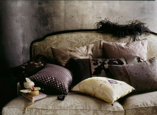 Want to throw myself on the pillows in slow motion like in the movies ~ slow motion makes almost everything look cool! ;•)