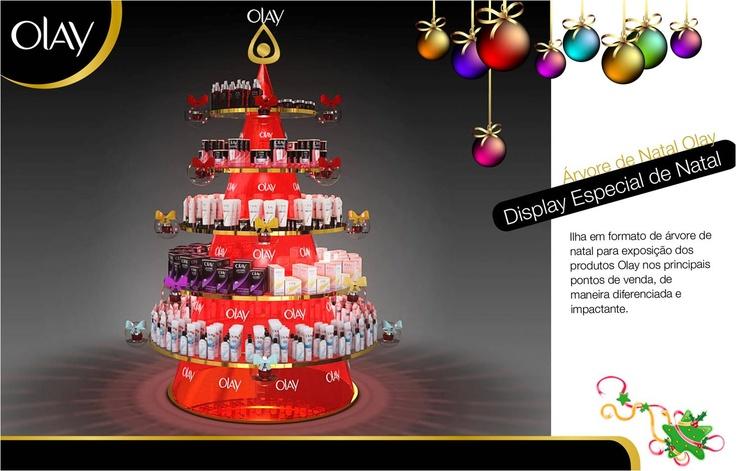 Display de chão especial em formato de árvore de Natal, para exposição de produtos Olay.