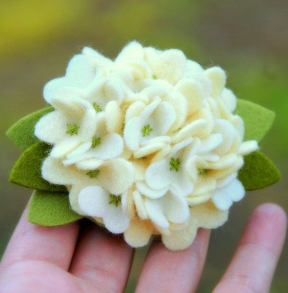Felt Hydrangea. DIY flowerFelt Flower Diy, Felt Pin, Hair Clips, Spring Hydrangeas, Felt Diy, Felt Hydrangeas, Diy Flower, Hydrangeas Flower, Felt Flowers