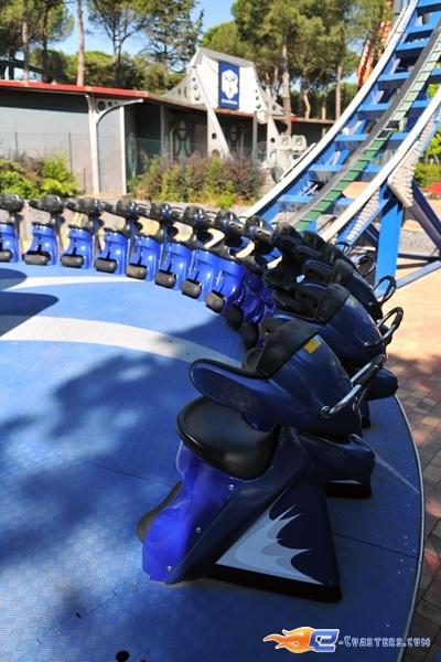 5/7 | Photo du Roller Coaster Tifon situé à @Parque de Atracciones Madrid (Espagne). Plus d'information sur notre site http://www.e-coasters.com !! Tous les meilleurs Parcs d'Attractions sur un seul site web !! Découvrez également notre vidéo embarquée à cette adresse : http://youtu.be/NCei0vi5YF0