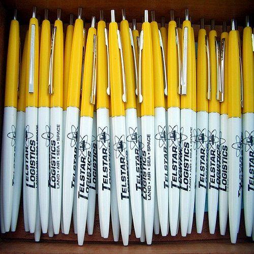 http://bax.fi/pr-tuoteet - Monet yritykset käyttävät erilaisia promotuotteita, kuten paperikassit ja kestävät ja ekologiset kangaskassit. Mutta: harvat käyttävät niitä tehokkaasti. Monenlaisista tapahtumista jää muistoksi esimerkiksi kasa kyniä, mutta harvemmin ne herättävät tarvetta olla ko. yrityksen kanssa enää uudelleen tekemisissä.  Paljon mahdollista on, että useimmille promotuotteille käy aivan samalla tavoin.  #kassit #bags #paperikassit #kangaskassit #paperbags #fabricbags #finland