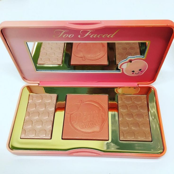 Sneak Peek of Too Faced Sweet Peach Glow Highlighter Palette. Coming out December