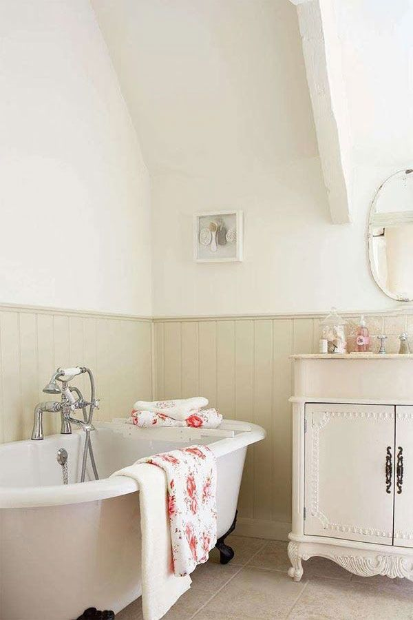 Cottage Y Bathroom Soft Neutral Beadboard With White