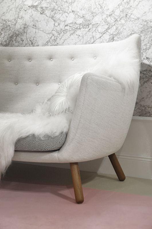 Vit soffa med träben, to die for!  The poet by Finn Juhl