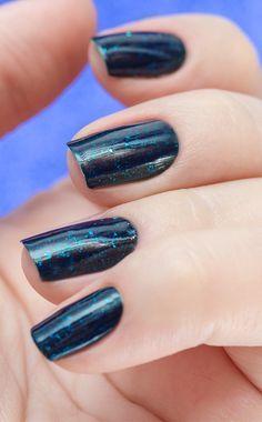 Combinando Esmaltes: azul escuro com muito brilho - Unha Bonita