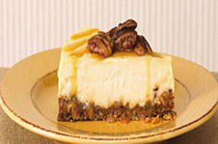 Fait d'une double ration de caramel et de pacanes, cet extraordinaire gâteau au fromage vous vaudra de nombreuses félicitations.