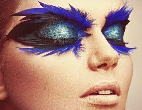 Si lo tuyo son disfraces diferentes para tus fiestas, prueba estas ideas. #ojos #plumas #maquillaje #fantasía