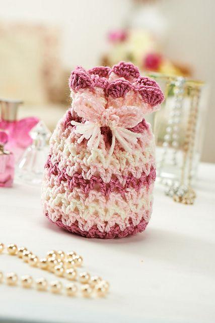 Ravelry: Pretty pouch pattern by Lucinda Ganderton