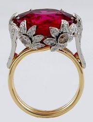 Oro, diamantes, rubí