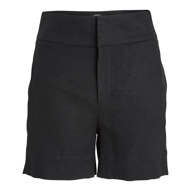 Ett par stilrena och snygga shorts med smickrande hög midja. Den vävda materialblandningen med linne och viskos ger en vacker struktur och känsla till plagget.