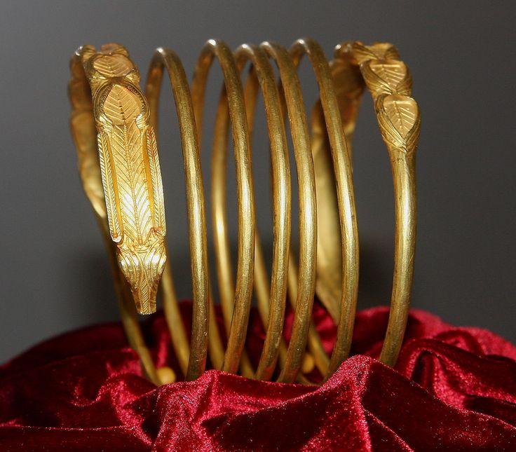 Dacian gold bracelet,2nd century BC - 1st century AD.