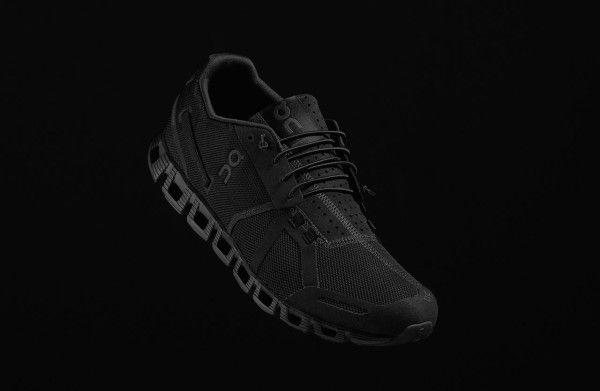On Cloudracer all black shoe