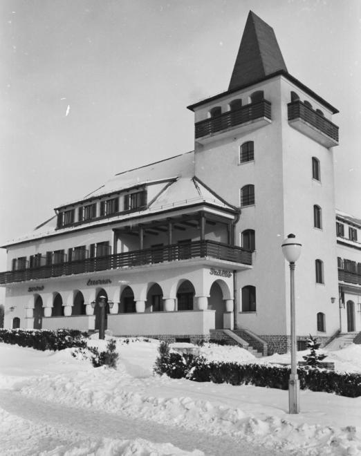 Rege utca, Golf (később Vörös Csillag, majd Panoráma) szálloda.