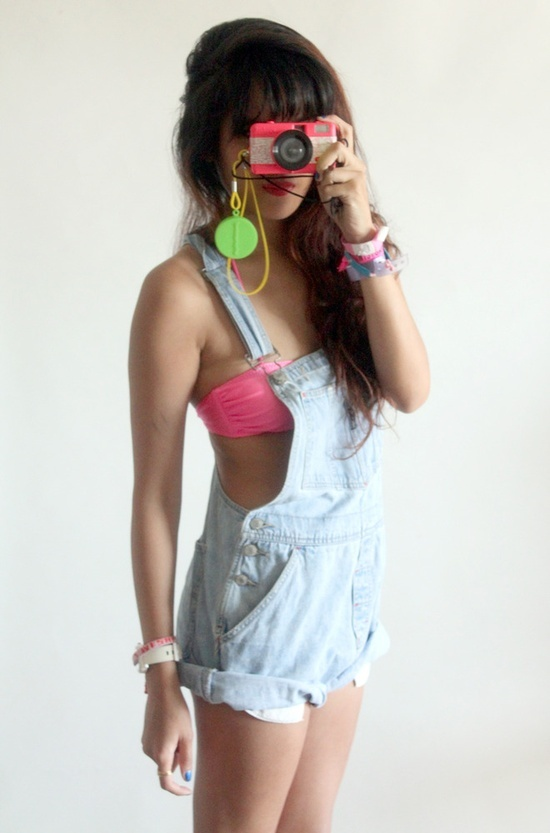 90s overalls | 90s party theme | Overalls fashion, 90s ...