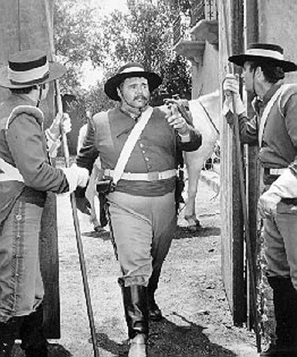 IARA DO CARMO. Colunista Social - SARGENTO GARCIA Henry Calvin, famoso pelo personagem Sargento Garcia (Demétrius Lopez Garcia), na série de televisão 'Zorro', em fins dos anos 50.....