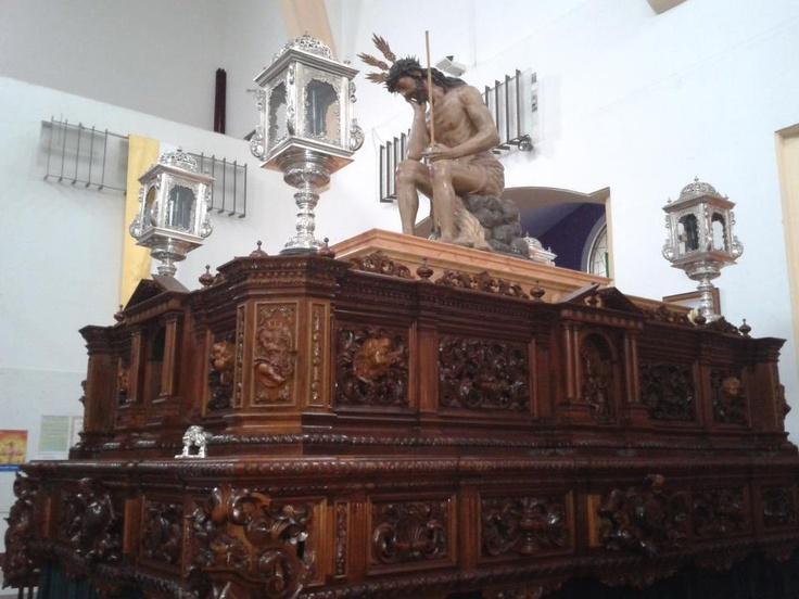 Fecha: Vísperas de Semana Santa.  Descripción: Hermandad de la Vera+Cruz esperando al Martes Santo.