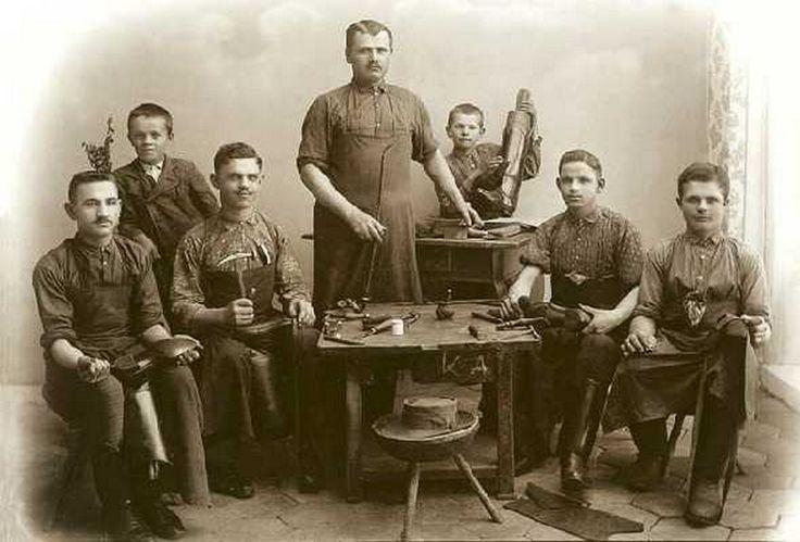 Csizmadiamester műhelye, Körösök völgye, Endrőd 1910.