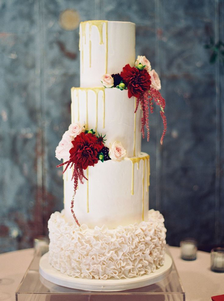 four tier wedding drip cake dripper drip frosting effect | Photography: Jenna McElroy
