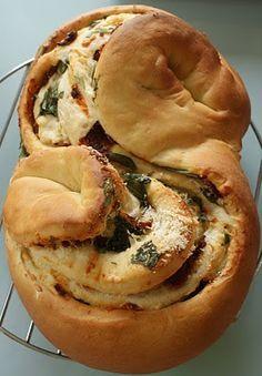 Monique's Keukentje: Gevuld brood met tomaten,kaas,basilicum en knoflook