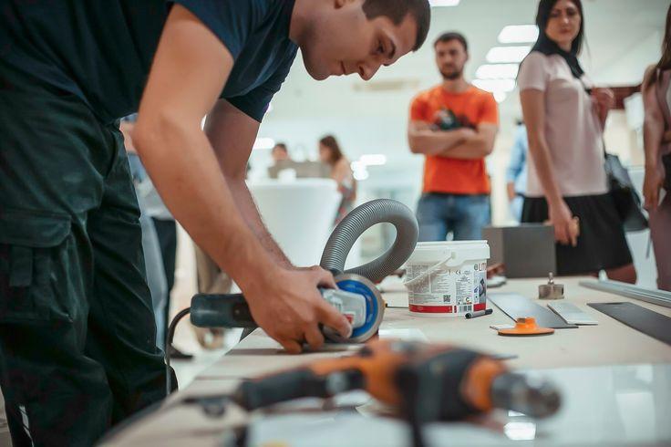 Seguimos acercando las infinitas posibilidades en el diseño, manipulación, transformación y colocación del #porcelánico de gran formato XLIGHT de URBATEK - #PORCELANOSA. En esta ocasión, el exclusivo evento organizado por Bomond Ceramica reunió a los arquitectos y diseñadores rusos más influyentes en su tienda principal de Krasnodar #Rusia. - #Tiles #Ceramics #Interior #Design #Events #Architecture #Interiorism #Ideas #Trends