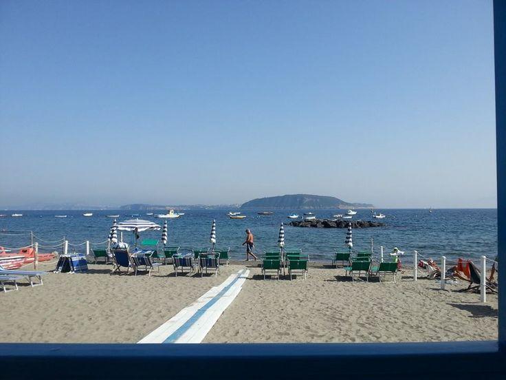 Alla #spiaggia dei Pescatori poco fa era così...     #viraccontolitalia #ischiaponte