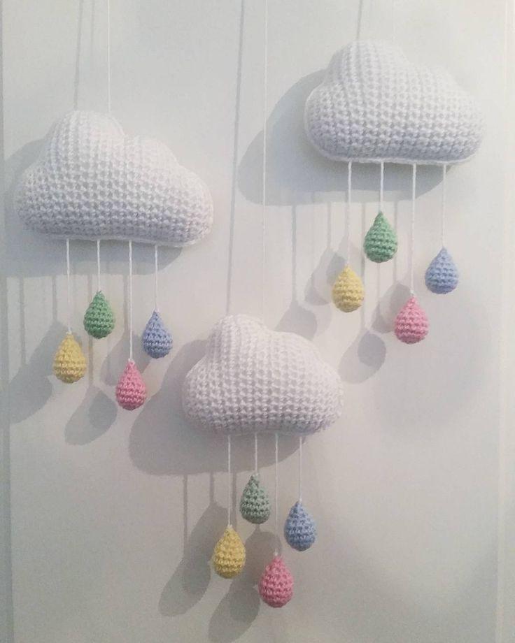 """@mariavirkar på Instagram: """"Färgglatt regn. 🌈☔⛅ #virka #crochet #virkat #crocheting #crochetersofinstagram #crochetersanonymous #färgglatt #color #garn #yarn #barn  #moln #regnmoln #regn #regndroppe #regndroppar #mobil #regnbåge """""""