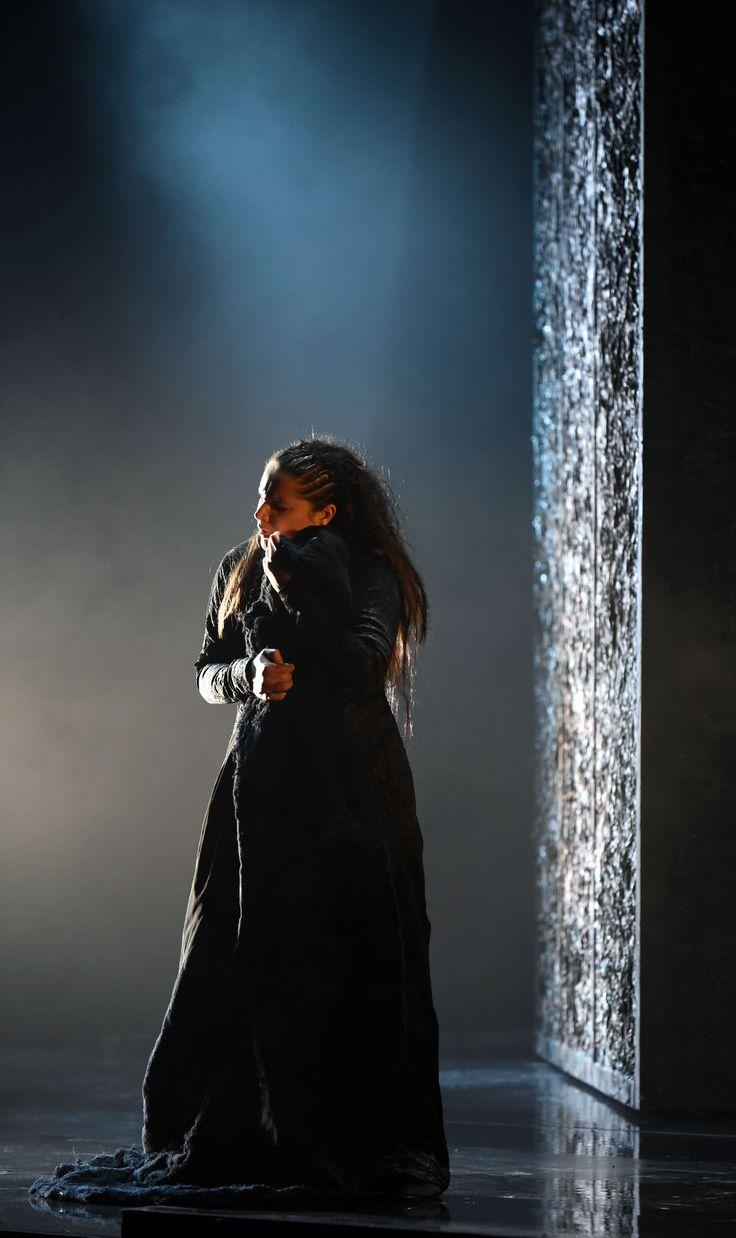 Virginia Tola (Donna Leonora), Atto I - foto Roberto Ricci