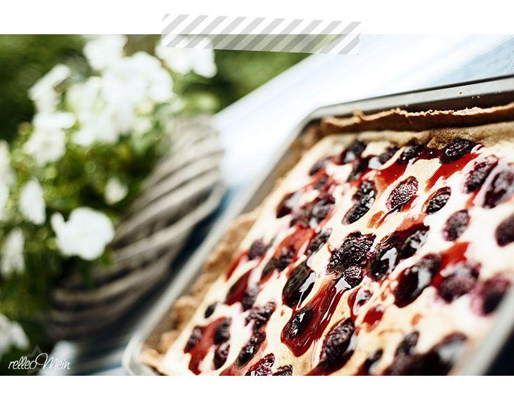 Blechkuchen mit Brombeeren und Vanillegries