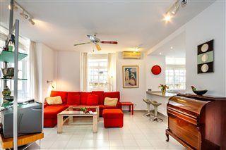 Ático de vacaciones en Málaga ciudad  3 dormitorios 6 personas 2 baños 120 m² superf. vivienda 15 m² superf. terraza  http://www.vacaciones-espana.es/5178