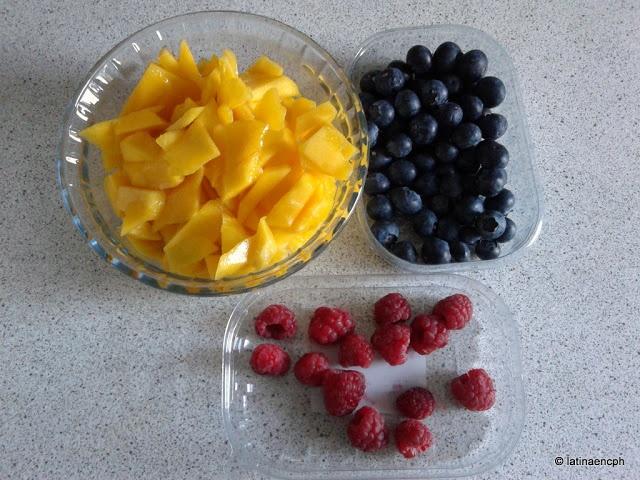 Smoothie de mango, moras y frambuesas: una receta fácil y rápida de hacer, cuando hace mucho calor y uno quiere algo dulce que no engorde mucho.