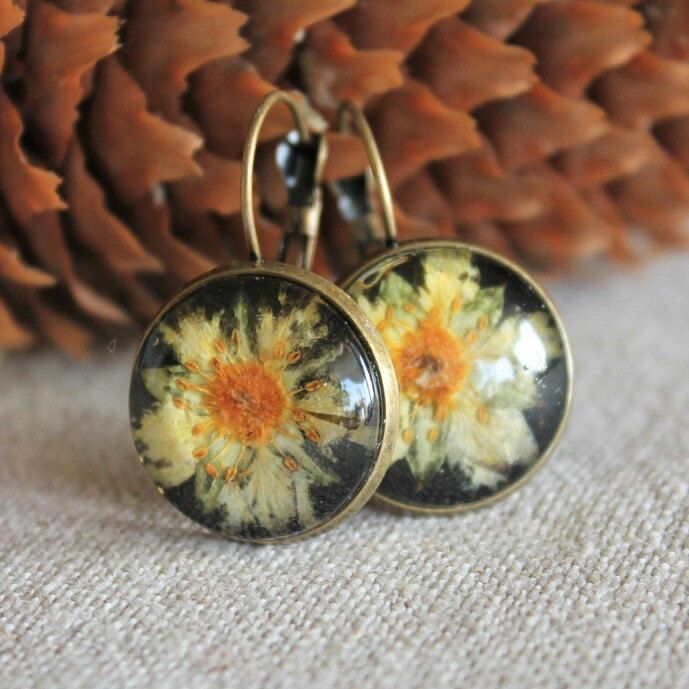 Spring - we're longing for you so much! These little suns are now available, as well as other cheerful floral earrings!
