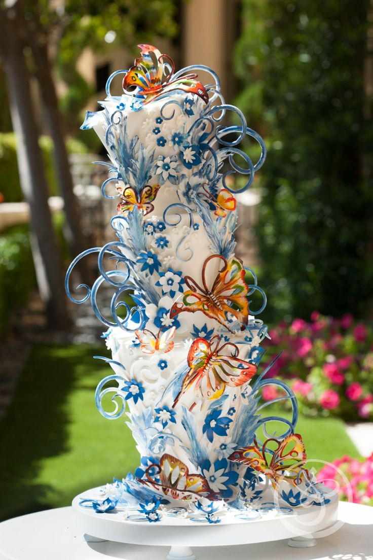 This is amazing!  It looks like a Chihuly wedding cake.  Absolutely goes top of my list!   ᘡղbᘠ | Incredible Cakes by Chef Flora Aghababyan at The French Pastry School