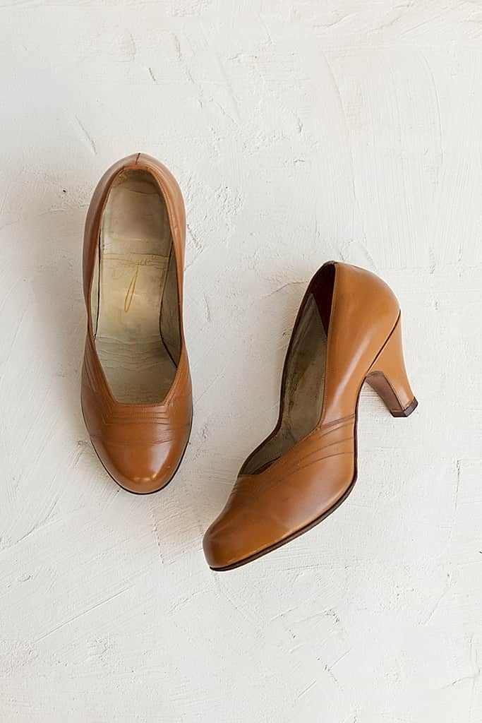 52974a4d14bc9 Vintage Tan Leather 1940s Pumps in 2019 | Vintage clothes | 1940s ...
