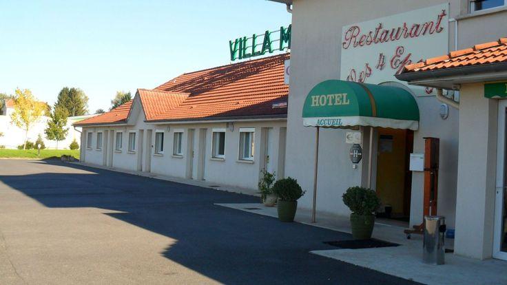 Le Villa Motel ***, à Stenay au coeur de la #Campagne du département de la #Meuse, vous accueille pour vos #Vacances à #Vélo. Cette charmante bourgade de la Vallée de la #Meuse entourée de forêts et de collines verdoyantes, est le lieu de séjour idéal pour profiter du calme d'une des 24 chambres de plain-pied confortables et climatisées, équipées d'écrans plats et wifi. Crédit photo : CDT Meuse