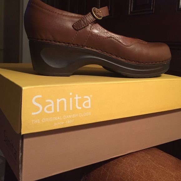 Sanita, Dimple shoe, color Auburn Sanita, Only worn once, color auburn, style Dimple, size 39. Sanita Shoes