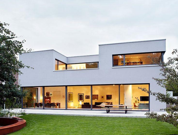 Architektenhäuser: Flachdachhaus mit durchdachtem Raumkonzept