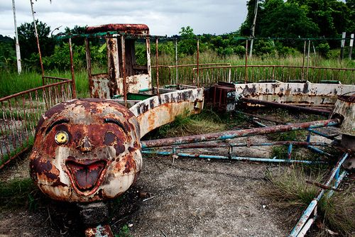 Really creepy abandoned amusement park ride. @YoungDumbAndFun - Travel Blog