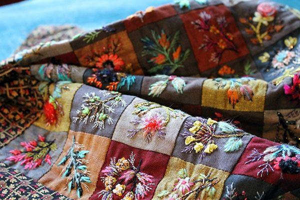 Les heures de bus .... Avec du fil à tordre , vriller , onduler ... Bouquet de Mysore et son petit Marché si parfumé ... Quelques...