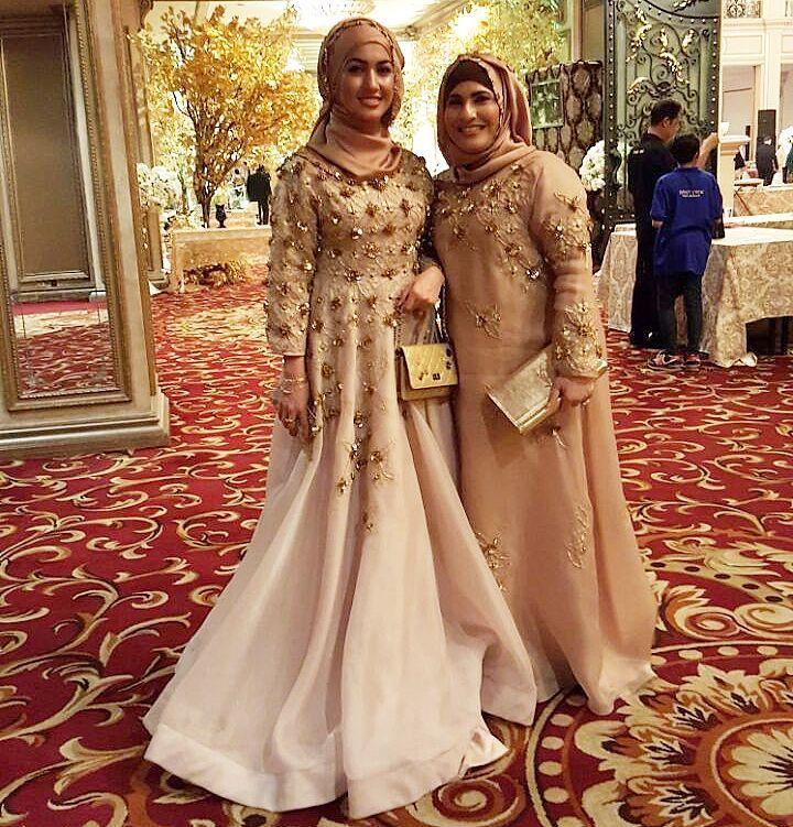 Adorable mom and daughter @adeella in @khanaan_official  #motheranddaughter #identity #khanaan #couture #wedding #hijabfashion #weddingdress #modest #modestfashion #dresses #dressdetails by khanaanshamlan